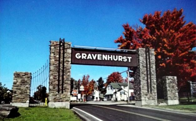 """A stone archway saying """"Gravenhurst"""""""