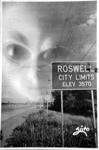 Picture of an alien and Roswell City Limits sign