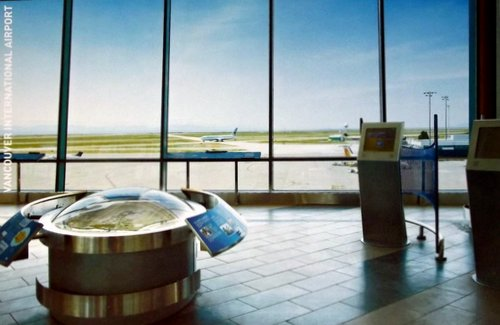 An observation room at an airport looking out to runways