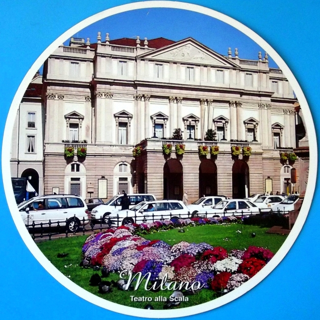 Round postcard with the image of a neo-classical building