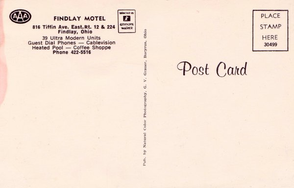 Back of postcard describing the amenities such as cablevision, guest dial phones, heated pool, and coffee shop